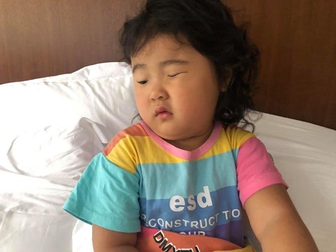 Con gái Hoa hậu Hương Giang mắt hí, má bánh bao - 4