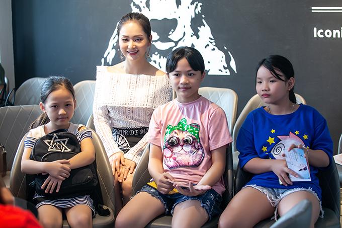 Nữ diễn viên cảm thấy rất bất ngờ và hạnh phúcvì người hâm mộ mình thuộc nhiều lứa tuổi, trong đó có cả những em bé 8 - 9 tuổi lẫn những khán giả lớn tuổi. Mọi người đều theo dõi rất sát sao những vai diễn của cô.