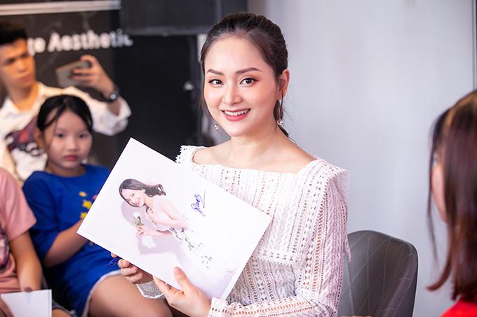 Chiều ngày 27/7, Lan Phương tổ chức buổi tiệc mừng sau thành công của phim truyền hình Nàng dâu order do cô đóng chính.