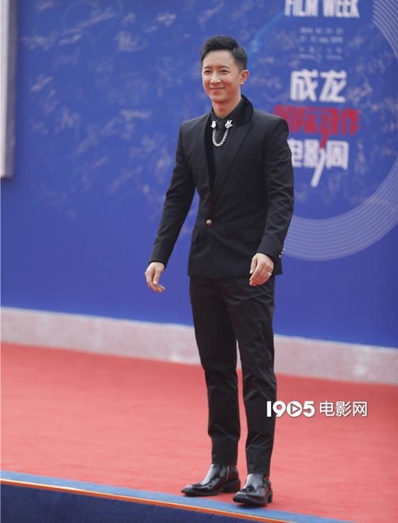 Sau nhiều năm rời nhóm Super Junior ở Hàn Quốc, Hàn Canh hoạt động tích cực trong làng điện ảnh và âm nhạc ở quê nhà.