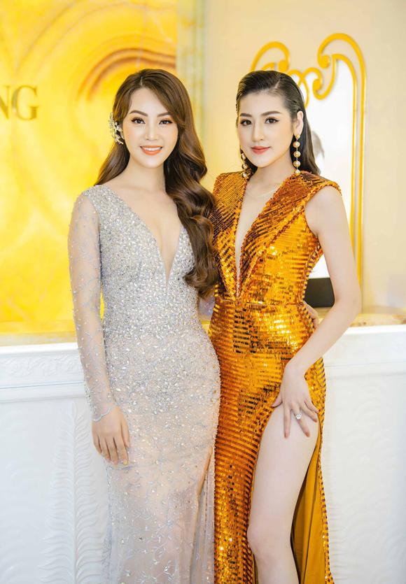 Cũng tham dự sự kiện này, Á hậu Thụy Vân (trái) cuốn hút không kém cùng chiếc váy ôm khít thêu đính tỉ mỉ.