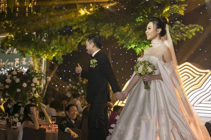 2 bó hoa cưới, 2 hoa cài áo của Đàm Thu Trang - Cường Đôla - 5