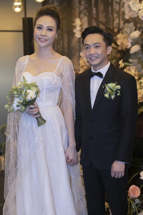 2 bó hoa cưới, 2 hoa cài áo của Đàm Thu Trang - Cường Đôla - 6