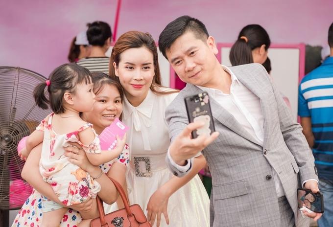 Hồ Hoài Anh và Lưu Hương Giang trở thành tâm điểmtrong sự kiện về chủ đề nội trợ diễn ra ở Hà Nội chiều qua.