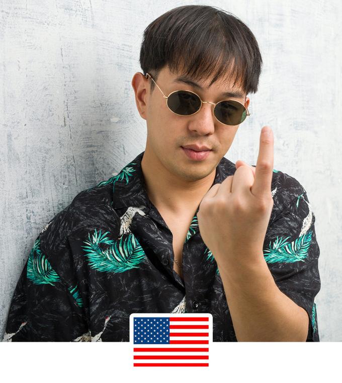 Giơ ngón tay trỏỞ Mỹ hay Ecuador, bạn có thể dùng để gọi một ai đó nhưng ở Philippines, nó chỉ dùng để gọi một con chó. Do đó, ý nghĩa rất xúc phạm và có thể bị xử phạt.