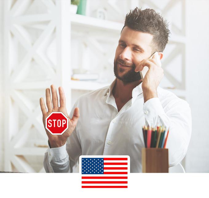 Giơ bàn tayNếu muốn biểu thị số 5 hoặc nói ai đó dừng lại hoặc muốn đập tay thể hiện sự tán đồng với người Mỹ, bạn có thể giơ bàn tay ra. Nhưng tuyệt đối không sử dụng ở Hy Lạp hay Pakistan vì nó mang nghĩa xúc phạm. Với người Malaysia, đây lại là cách chào người quen, cảm ơn tài xế hay gọi ngườiphục vụ.