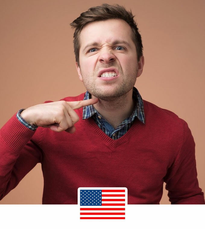Giơ tay chỉ vào cổĐây là cách dọa dẫm người khác ở Mỹ với ý tiêu đời rồi. Còn ở Nhật, nó chỉ mang nghĩa: Bạn đã bị sa thải. Vì từ cổ trong tiếng Nhật gần giống với từ đuổi việc.
