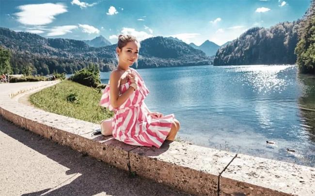 Trần Tuệ Linh chia sẻ nhiều hình ảnh đi du lịch.