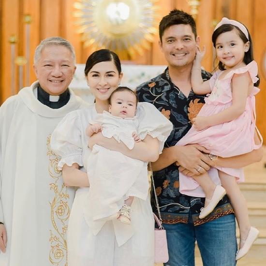 Mỹ nhân đẹp nhất Philippines rửa tội cho con trai 3 tháng tuổi - 8