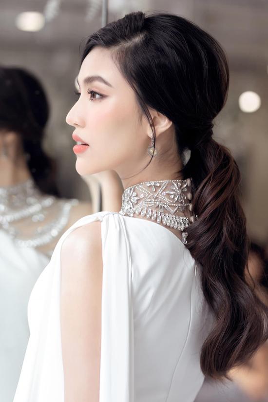 Xuất hiện trong sự kiện vừa được tổ chức tại TP HCM vào ngày 30/7. Bà bầu Lan Khuê được khen ngợi trẻ trung và xinh đẹp không thua kém mỹ nhân Thái Lan- Baifern Pimchanok và các người đẹpJolie Nguyễn, Nam Thư.
