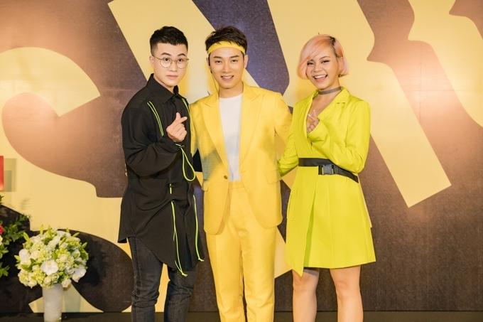 Lê Thiện Hiếu (trái) và Tia Hải Châu (phải) vui vẻ đi sự kiện chungsau khi công khai yêu nhau.