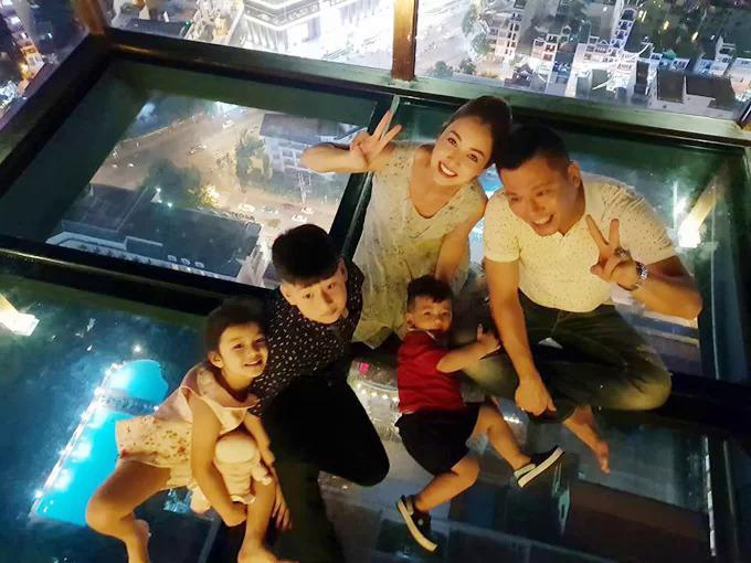 Doanh nhân Đức Hải chính là người thúc giục Jennifer đón con về Việt Nam sinh sống và học tập sau 7 năm ở Mỹ.Từ khi Bảo Nam về nước, vợ chồng Jennifer Phạm thường xuyên đưa cả nhà đi du lịch cùng nhau.