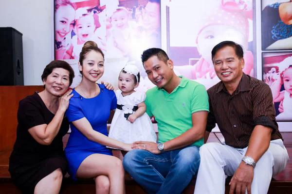 Tháng 6/2013, trái ngọt đầu tiên trong cuộc hôn nhân của Jennifer Phạm và Đức Hải chào đời. Bé tên ở nhà là Na có tên thật là Nguyễn Vũ Thùy An.