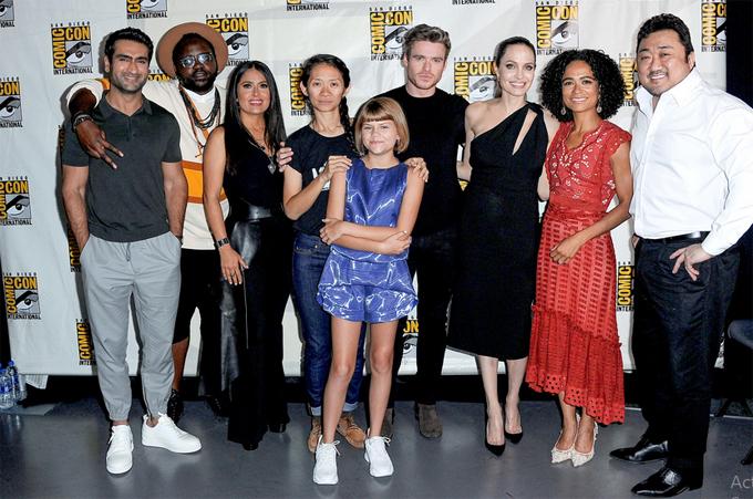 Jolie cùng đoàn làm phim The Eternals ra mắt khán giả vào tháng trước.