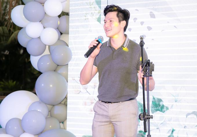 Diễn viên Minh Anh hát một ca khúc mừng sinh nhật con gái Trà Ngọc Hằng.
