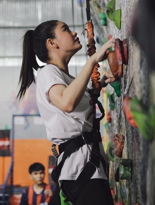 Trương Quỳnh Anh có dịp thử thách sự nhanh nhẹn, khéo léo và thể lực của bản thân.