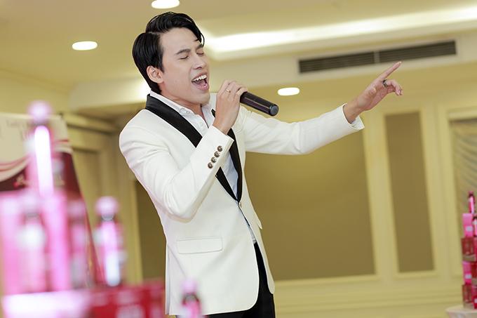 Sự kiện còn có sự góp mặt biểu diễn của ca sĩ Đinh Quang Đạt top 3 Vietnamidol 2016.