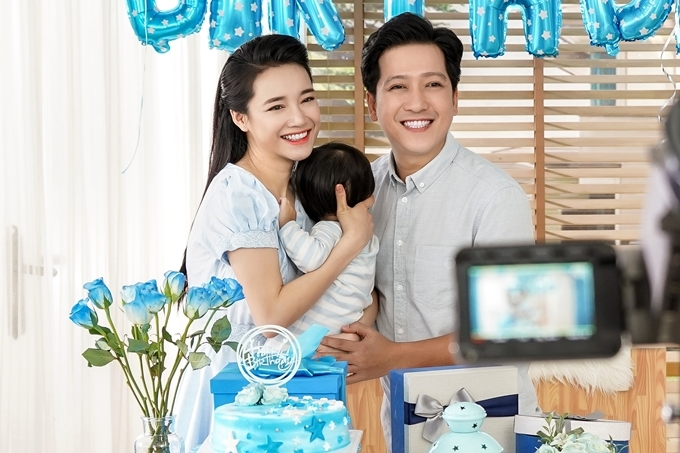 Nhã Phương và Trường Giang trong 1 video quảng cáo.