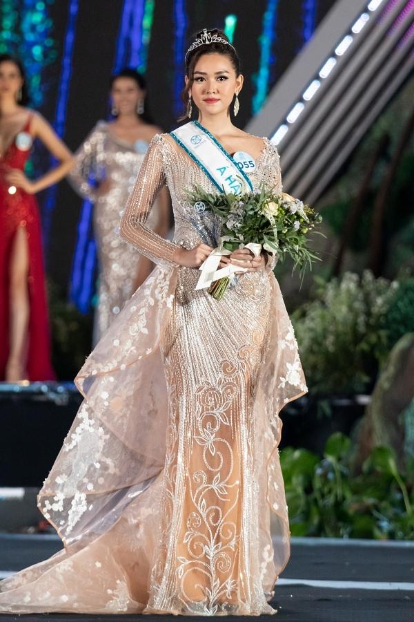 Trong chung kết tối 3/8, Tường San đoạt giải Á hậu 2 và sẽ đại diện Việt Nam thi Hoa hậu Liên lục địa 2019 tổ chức tại Ai Cập.