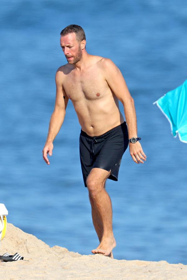 Chris Martin từng trải qua một cuộc ly hôn với nữ diễn viên Gwyneth Paltrow và có hai con riêng. Anh và Gwyneth giữ mối quan hệ bạn bè thân thiết, cùng san sẻ việc nuôi con.