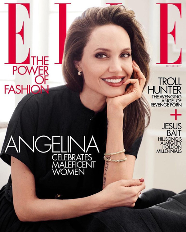 Angelina Jolie được mời làm gương mặt trang bìa tạp chí thời trang Elle tháng 9 của Mỹ. Ở tuổi ngoại tứ tuần, bà Smith vẫn đẹp rạng ngời và toát lên thần thái quyến rũ.