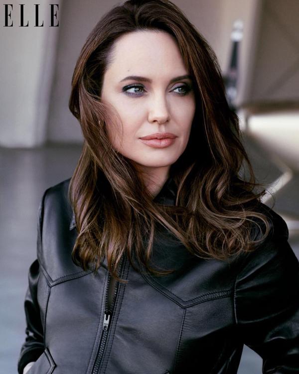 Angelina hài lòng với cuộc sống hiện tại và luôn thể hiện là một người mẹ vừa mạnh mẽ vừa tràn đầy tình yêu thương với các con.