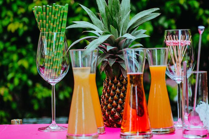 Ekip dùng ống hút từ tre thân thiện với môi trường cho đám cưới của cặp doanh nhân Ấn Độ.