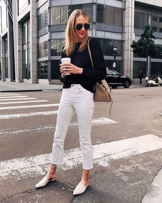 Nếu tự tin với chiều cao lý tưởng của mình, các nàng công sở có thể mix đồ tông màu tương phản giữa áo len và quần jeans khi xuống phố.
