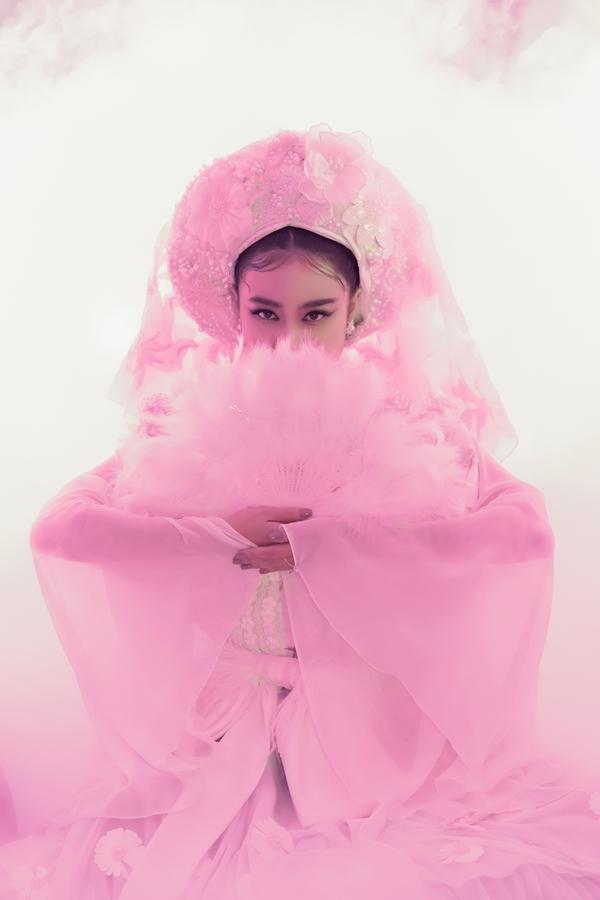 Nữ ca sĩ hy vọng Tứ Phủ sớm được công chúng đón nhận như MV Để Mị nói cho mà nghe mà cô vừa ra mắt hai tháng trước.