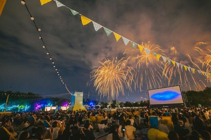 Vừa xem phim, vừa ngắm pháo hoa bên sông Hàn ở Seoul