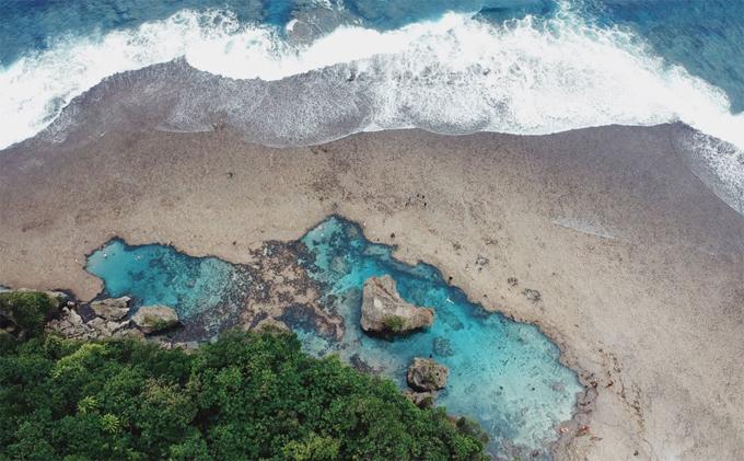 Du khách cũng có thể khám phá hồ bơi đá tự nhiên tuyệt đẹp ở Magpupungko, một hòn đảo khác trong quần đảo Siargao.