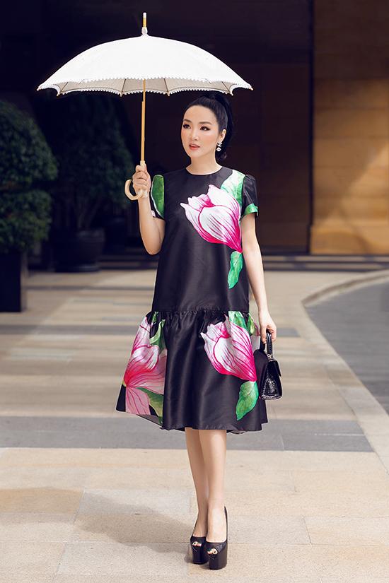 Trong bộ ảnh vừa thực hiện, hoa hậu Giáng My chọn các trang phục mới nhất của Vũ Ngọc & Son để giúp mình nổi bật.