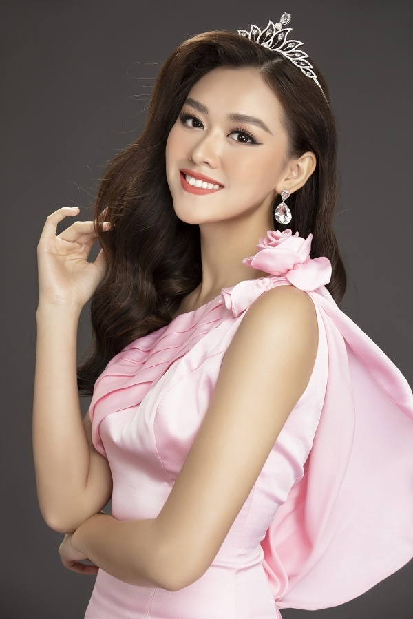 Hoa hậu Lương Thùy Linh và hai Á hậu khoe nhan sắc tuổi 19 - 6