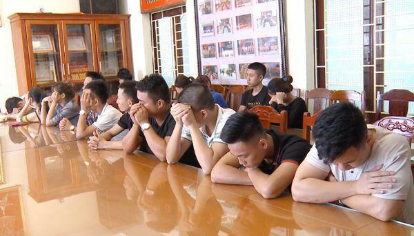 Nhóm 18 thanh niên bị bắt khi đang bay lắc tròn quán karaoke.