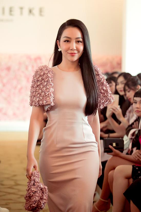 Diễn viên múa nhận được sự cổ vũ nồng nhiệt của khán giả có mặt tại chương trình bởi phong cách trang nhã và duyên dáng.