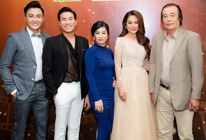 Vợ chồng Kiều Minh Tuấn - Cát Phượng, diễn viên Nam Thư, nghệ sĩ Đào Bá Sơn (ngoài cùng bên phải) là các giám khảo chấm chung kết Gương mặt Điện ảnh 2019.
