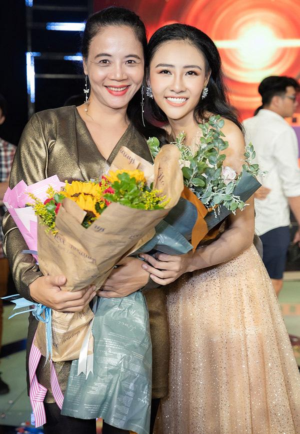 Chị gái Trang Nhung tự hào khi có cô con gái xinh xắn, diễn xuất giỏi.