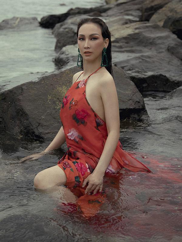 [CaptionStylist: Tân Đà Lạt  Photo: Cường Coco  Trang điểm: Trâm Anh, Bi Tô  Trang phục: NTK Thuỷ Nguyễn