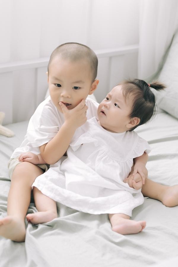 Hai anh em Hùng Tâm - Tâm An rất quấn quýt nhau.