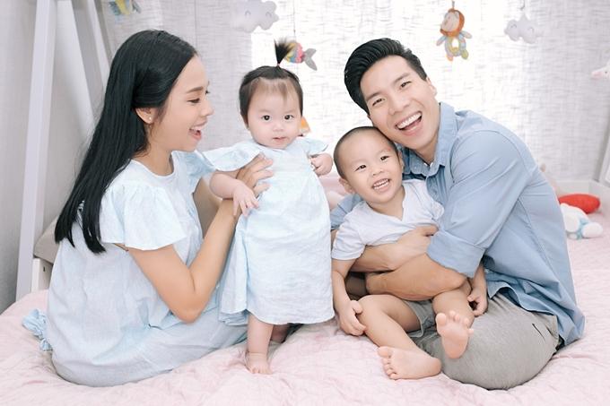 Ở mùa 2, họ sẽ tập trung cách nuôi dạy và chăm sóc cho bé độ tuổi lên 3 với nhân vật chính là bé Hùng Tâm
