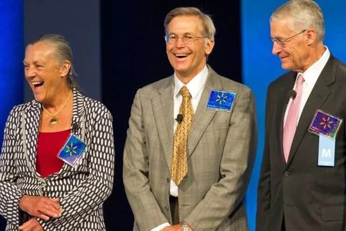 Alice, Jim và Rob Walton (từ trái qua) là những người thừa kế tập đoàn Walton. Ảnh: Bloombreg.