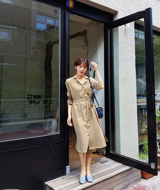 Váy sơ mi thanh lịch từ kiểu dáng cho đến màu sắcsẽ giúp các nàng có vóc dáng mảnh mai tôn nét dịu dàng khi đi làm.
