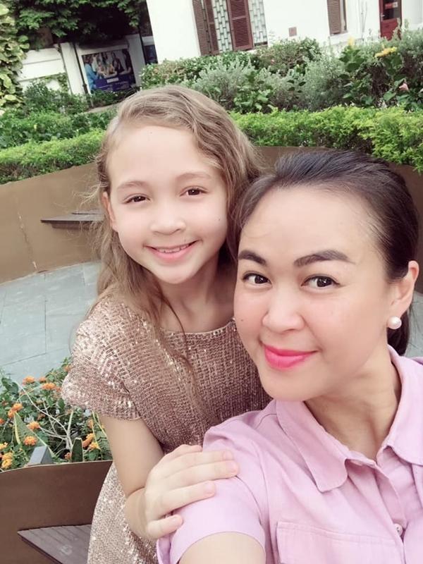 Ngọc Nga cho biết con gái giống cả bố lẫn mẹ. Em thông minh, nhạy bén trong mọi vấn đề và sống rất tình cảm,đam mê nghệ thuật.