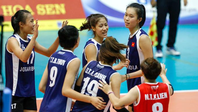 Thanh Thúy (số ba) thi đấu VTV Cup 2019 trước khi sang Nhật.