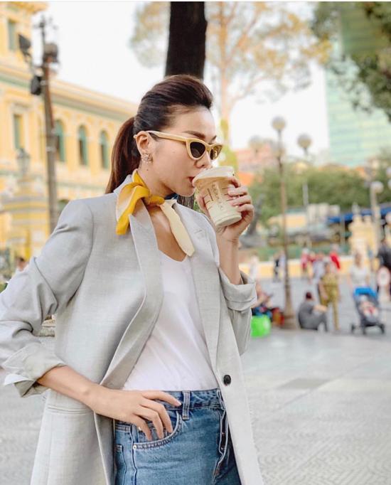 Qua cách mix-match trang phục street style của Thanh Hằng, chị em công sở có thể học lỏm nhiều cách phối đồ đơn giản nhưng mang luôn mang tính thẩm mỹ cao.