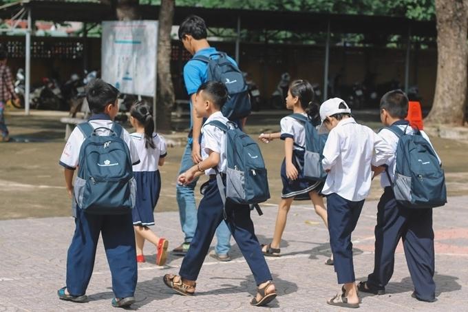 Ban tổ chức và nhà trường hy vọng các em nhỏ sẽ học tập thật tốt trong năm học mới.