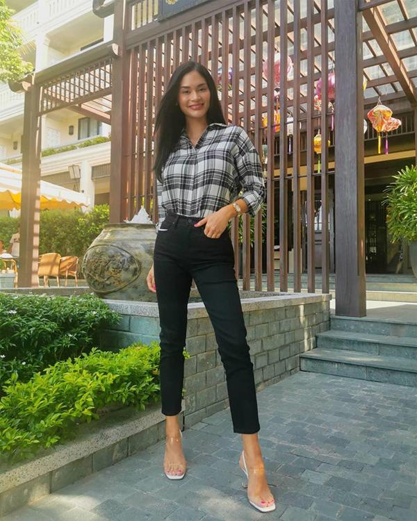 Đây là lần thứ hai nữ hoàng sắc đẹp Philippines đến Việt Nam nhưng là lần đầu khám phá thành phố miền Trung. Tháng 4/2018, cô từng tới TP. HCM để tham dự sự kiện ra mắt Trung tâm đào tạo Hoa hậu Việt Nam.