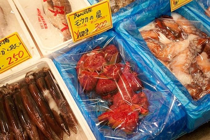 Tim cá mập tươi bán ở chợ cá