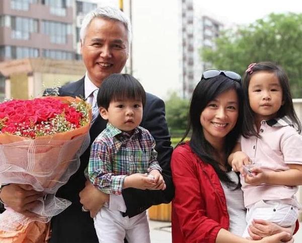 Gia đình Trương Đình và Lâm Thụy Dương.
