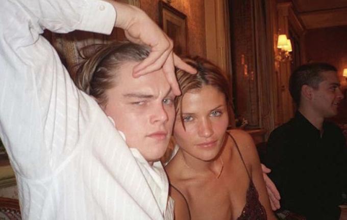 Leonardo DiCaprio và cựu người mẫu, nhiếp ảnh gia Helena Christensen được bắt gặp tình tứ ở một vài bữa tiệc năm 1997. Thiên thần nội y Victoria's Secret hơn nam diễn viên 6 tuổi.